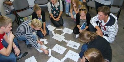 Bendradarbiauti pradeda savivaldybių atstovai ir jaunimas