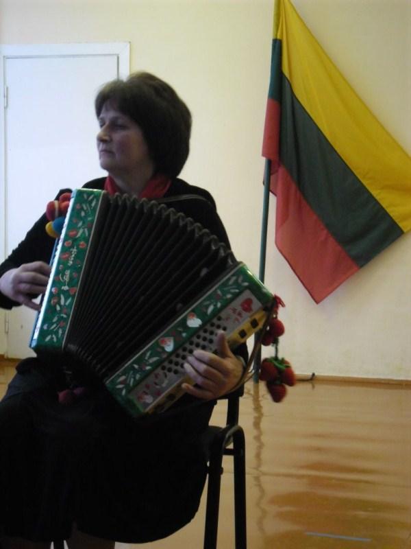 Vingrias melodijas grojo armonikos virtuozė Nijolė Žiaunienė