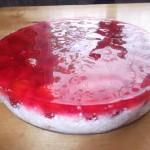 Greitai paruošiamas braškių ir varškės pyragas