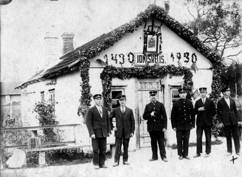 Senoji apie 1915 metus statyta Joniškėlio geležinkelio stotis.